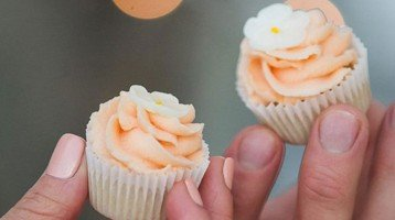 Why people are choosing wedding cupcakes instead of the traditional cake
